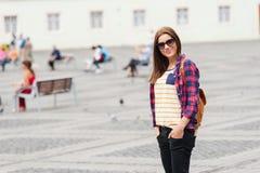 Молодой привлекательный город посещения женщины Стоковое Изображение