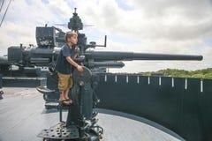 Молодой пулемётчик - линкор USS Техаса Стоковая Фотография