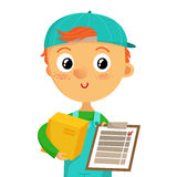 Молодой работник доставляющий покупки на дом держа коробку и доску сзажимом для бумаги, на whit Стоковые Изображения RF
