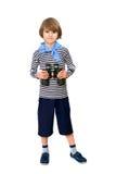 Молодой разведчик мальчика с бинокулярным Стоковое Изображение