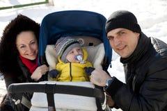 Молодой родитель пар с ребёнком Стоковое фото RF