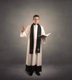 Молодой священник в давать его благословение Стоковая Фотография