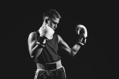 Молодой спортсмен боксера на черной предпосылке Стоковая Фотография RF