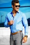 Молодой стильный красивый модельный человек Стоковое Фото