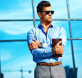 Молодой стильный красивый модельный человек Стоковая Фотография