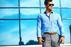 Молодой стильный красивый модельный человек Стоковые Фотографии RF