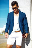 Молодой стильный красивый модельный человек Стоковое Изображение RF