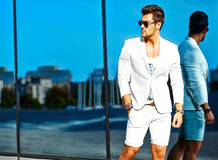 Молодой стильный красивый модельный человек Стоковое Изображение