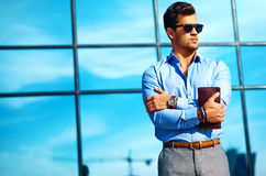 Молодой стильный красивый модельный человек Стоковые Изображения