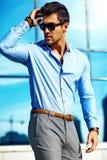 Молодой стильный красивый модельный человек Стоковые Фото