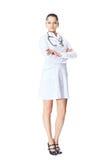 Молодой усмехаясь доктор женщины изолированный на белизне Стоковая Фотография