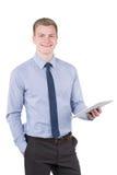 Молодой усмехаясь человек держит таблетку стоковая фотография rf