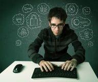 Молодой хакер болвана с вирусом и рубить мыслями Стоковое фото RF