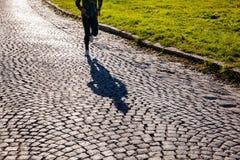 Молодой ход женщины спортсмена стоковое фото rf