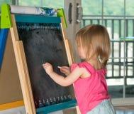Молодой чертеж ребёнка на классн классном Стоковая Фотография RF