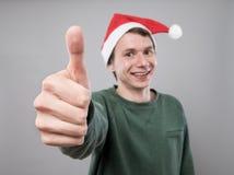 Молодой человек в красной шляпе Стоковое Изображение RF
