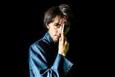 Молодой человек в куртке костюма - центре Стоковое Фото