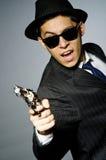 Молодой человек в классике striped костюм держа оружие Стоковые Фотографии RF