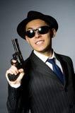Молодой человек в классике striped костюм держа оружие Стоковое Фото