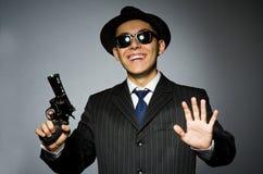 Молодой человек в классике striped костюм держа оружие Стоковая Фотография RF