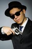 Молодой человек в классике striped костюм держа оружие Стоковая Фотография