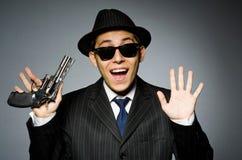 Молодой человек в классике striped костюм держа оружие Стоковые Фото