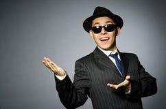 Молодой человек в классике striped костюм и шляпа Стоковые Фотографии RF