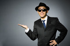 Молодой человек в классике striped костюм и шляпа Стоковое фото RF