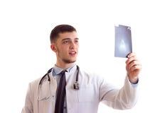 Молодой человек в мантии доктора Стоковые Изображения RF