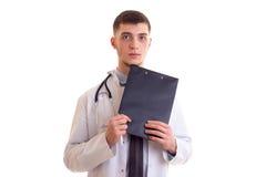 Молодой человек в мантии доктора Стоковые Фото