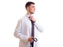 Молодой человек в мантии доктора Стоковые Изображения