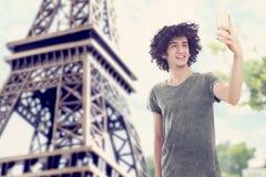 Молодой человек в Париже Стоковое Изображение