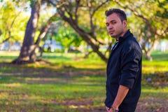 Молодой человек в парке Стоковая Фотография