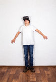 Молодой человек в стеклах VR Стоковая Фотография