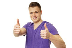 Молодой человек в фиолетовой рубашке Стоковые Изображения RF