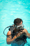 Молодой человек в snorkelling маске Стоковое фото RF