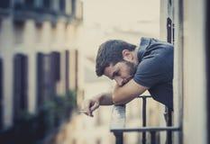 Молодой человек на балконе в депрессии страдая эмоциональный кризис Стоковое фото RF
