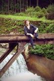 Молодой человек на дороге Стоковые Изображения RF