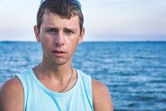 Молодой человек на портовом районе Стоковое фото RF