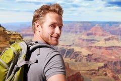 Молодой человек перемещения гранд-каньона стоковые изображения rf