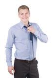 Молодой человек раскрывает его галстук стоковое фото rf