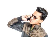 Молодой человек смотря потревоженный пока использующ мобильный телефон Стоковые Фото