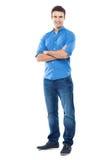 Молодой человек стоя против белой предпосылки Стоковые Фотографии RF