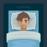 Молодой человек с инсомнией проблемы сна стоковые фотографии rf