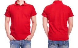 Молодой человек с красной рубашкой поло Стоковое Изображение