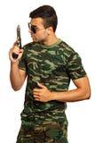 Молодой человек с оружием Стоковая Фотография RF