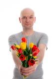 Молодой человек с пуком тюльпанов Стоковая Фотография RF