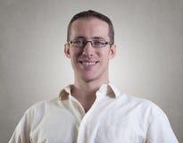 Молодой человек с стеклами Стоковая Фотография