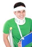 Молодой человек с сломленной рукой Стоковые Фотографии RF