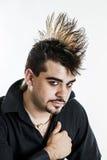 Молодой человек с hairdo mohawk стоковое фото